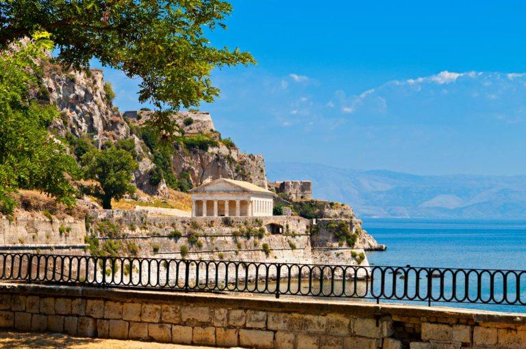 old fortess corfu, corfu old town greece, dominoes hotel , self catered accommodation - apartments in ipsos dassia corfu.