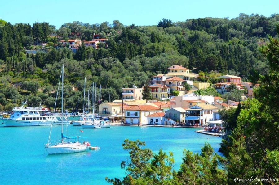 Dominoes Apartments Ipsos , Excursions Ipsos Corfu, Boat trip to Paxos Antipaxos.
