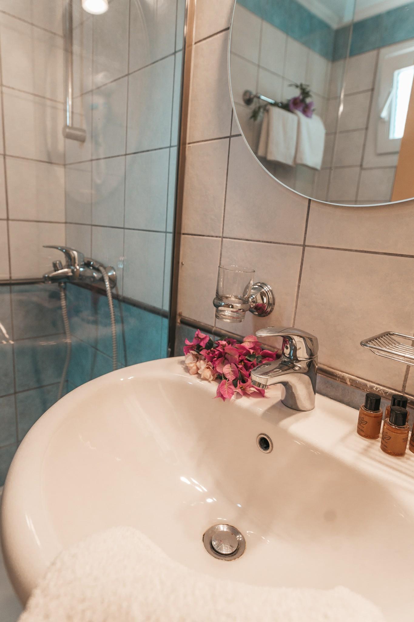 dominoes hotel apartments ipsos dassia corfu